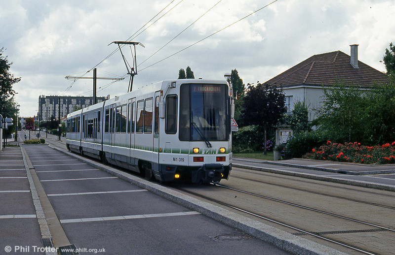 Car 319 at Avenue d'Anjou on 26th July 1993.