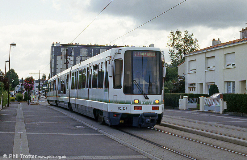 Car 325 at Avenue de Bretagne on 25th July 1993.