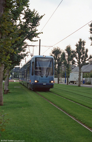 Car 827 at Rue Colonel Fabien in August 1995.