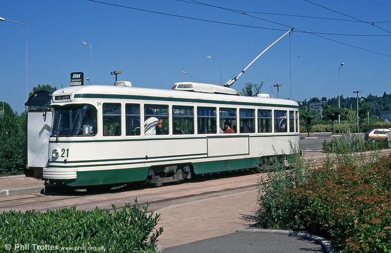Car 521 at Clinique du Parc on 29th July 1993.