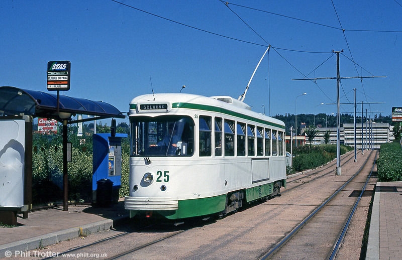 Car 525 at Clinique du Parc on 29th July 1993.
