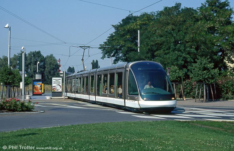 Strasbourg car 1019 at Rue des Ducs in August 1995.