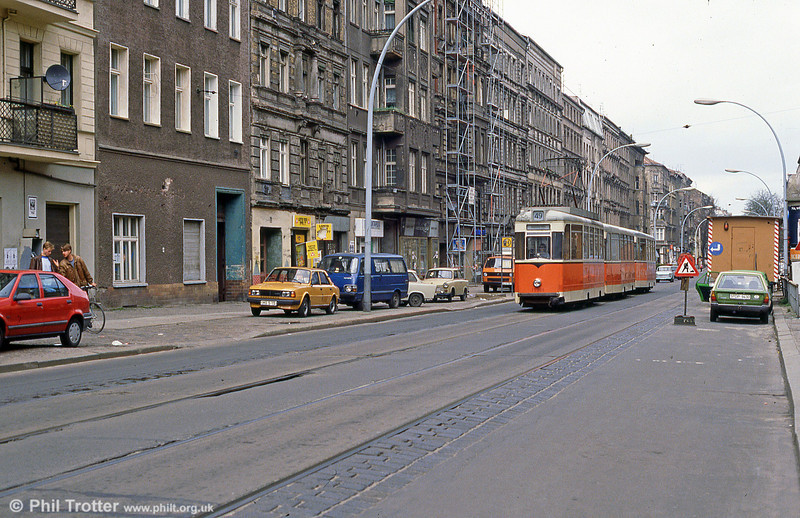 Berlin 092 at Wilhelminehofstrasse on 9th April 1991.