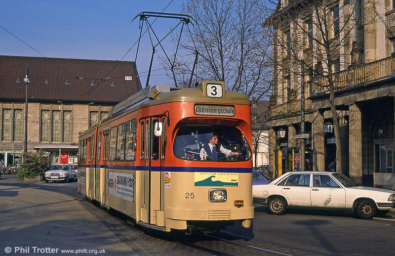 Darmstadt 25 at the Hauptbahnhof on 3rd April 1991.