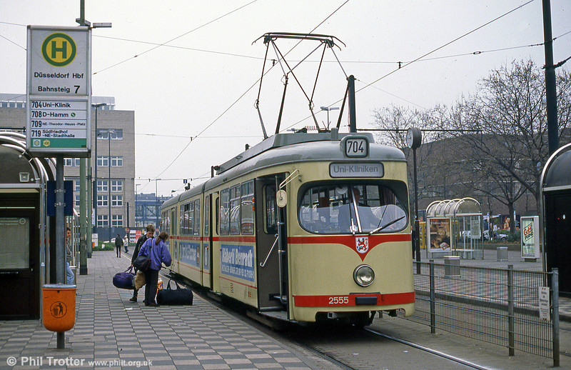 Dusseldorf 2555 at the Hauptbahnhof on 1st April 1991.