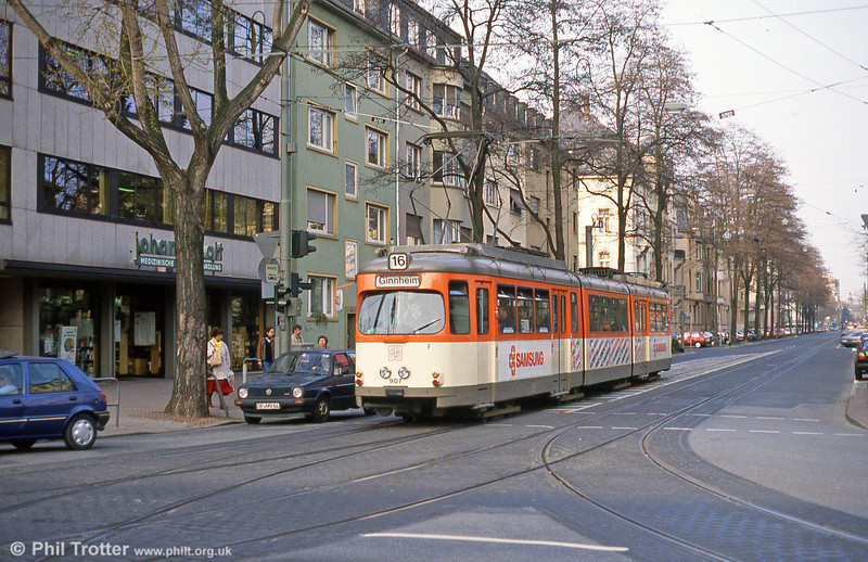 Frankfurt (Main) 907 at Stresemannallee on 2nd April 1991.