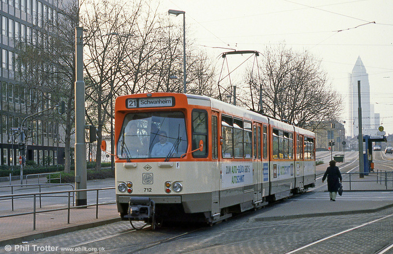 Frankfurt (Main) 712 at Stresemannallee on 2nd April 1991.