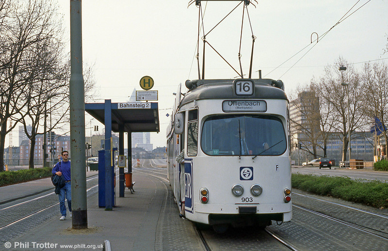 Frankfurt (Main) 903 at Stresemannallee on 2nd April 1991.