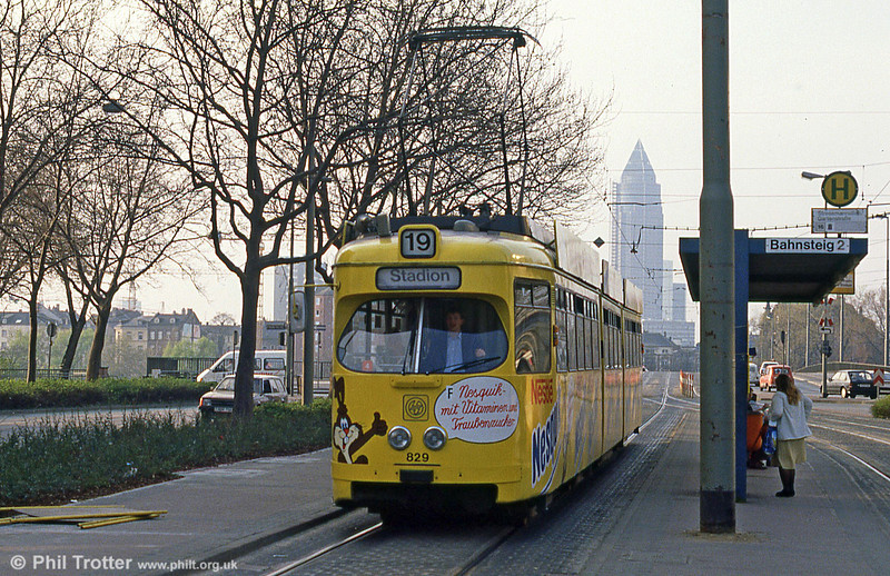 Frankfurt (Main) 829 at Stresemannallee on 2nd April 1991.