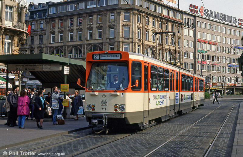 Frankfurt (Main) 712 of 1973 at Hauptbahnhof on 2nd April 1991.