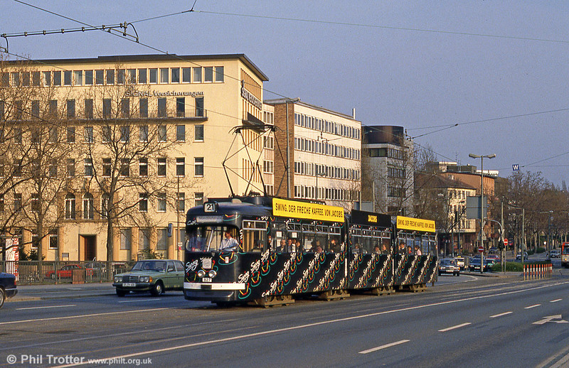 Frankfurt (Main) 827 on Friedensbrucke on 2nd April 1991.