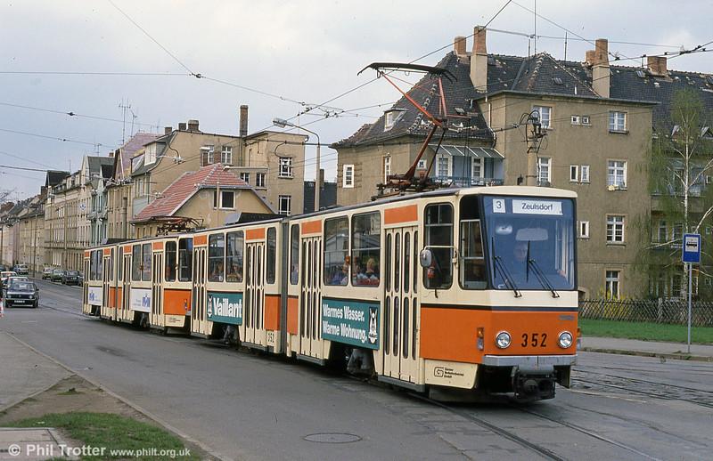 Gera 352 at Fußgängerbrücke, near the Hauptbahnhof.