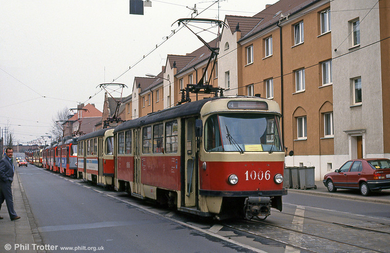 A streetful of trams! T4D 1006 leads The evening run-in at Halle, Freiimfelder Straße depot on 13th April 1993.