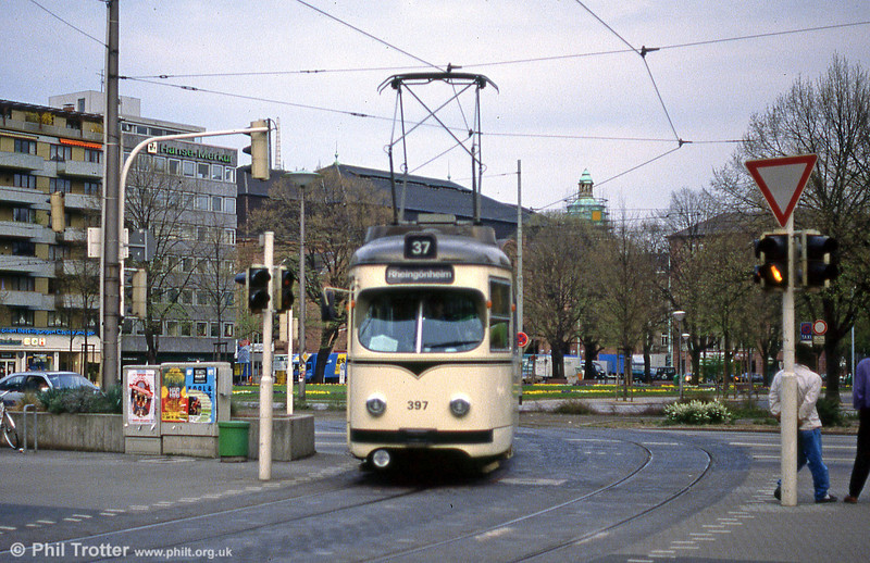 Mannheim 397 at Hauptbahnhof on 3rd April 1991.