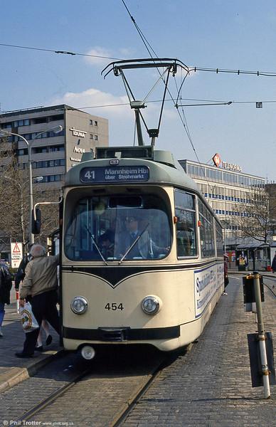 Mannheim 454 at Hauptbahnhof on 3rd April 1991.