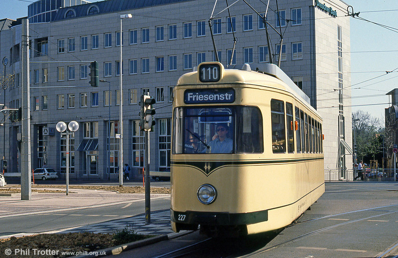 Mulheim 227 at Ruhrstrasse on 12th April 1991.