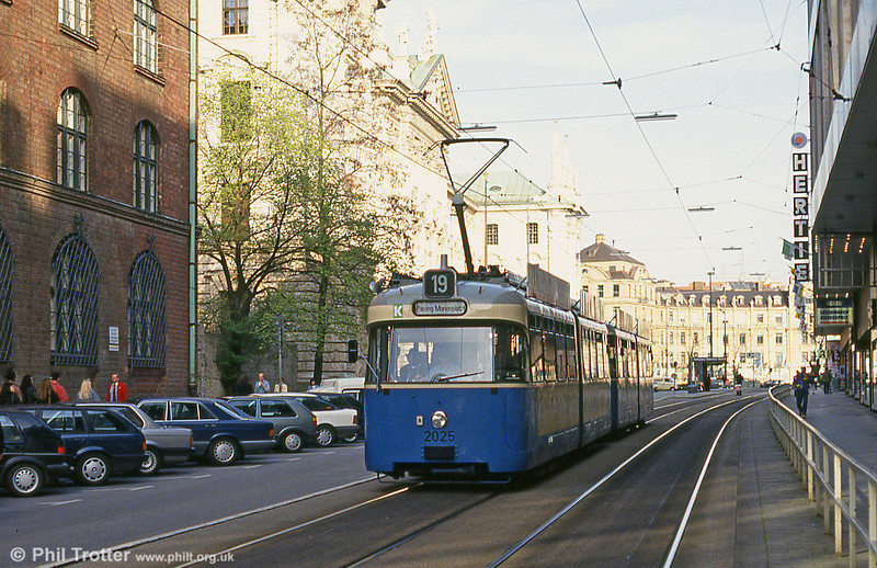 Munich Rathgeber car 2025 at the Hauptbahnhof on 20th April 1993.