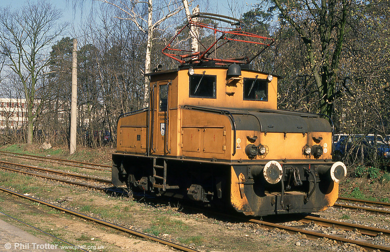 A feature of the Strausberg tramway was that it carried freight, although this ceased after the Soviet troops left following reunification. Loco 15 was a LEW (Lokomotivbau Elektrotechnische Werke) 4wE of 1963.