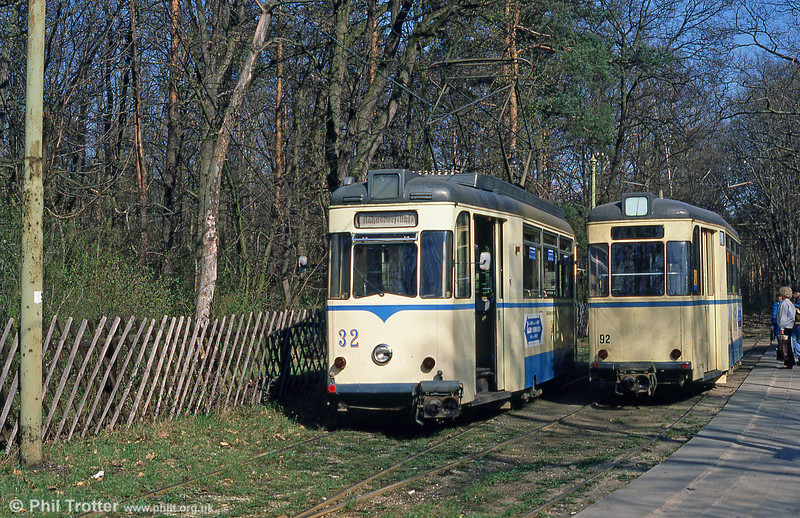 1960 Gotha car 32 runs around its trailer at Rahnsdorf on 10th April 1991.