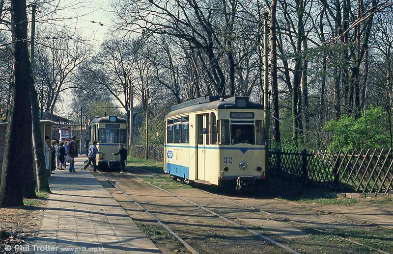 1960 Gotha car 32 runs around its trailer at Rahnsdorf with its trailer on 10th April 1991.