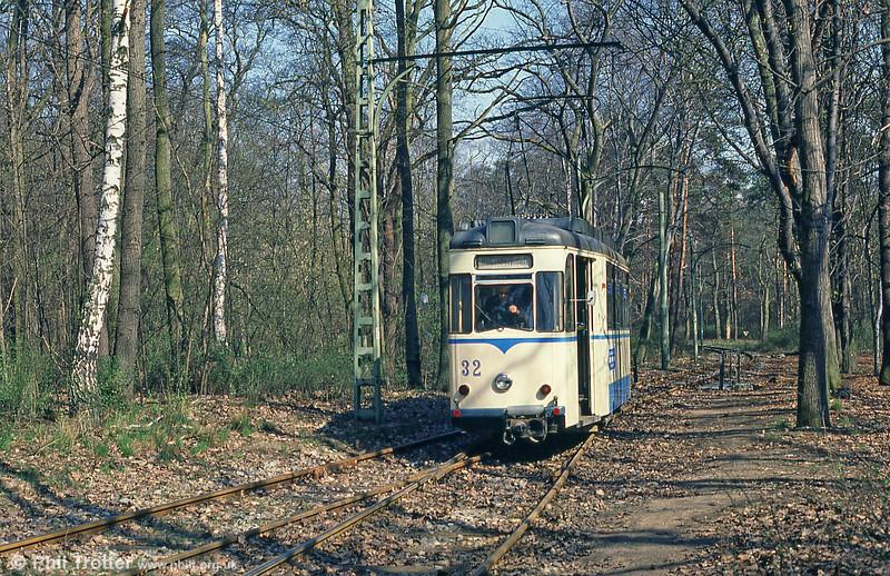 1960 Gotha car 32 runs around its trailer at Rahnsdorf on 10th April 1991.