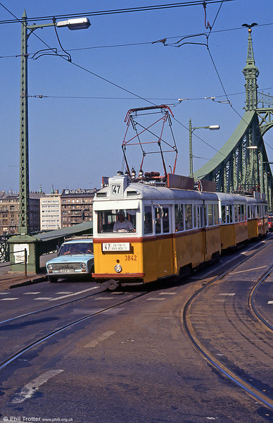 Budapest UV5 3842 crossing the Danube at Szabadság híd on 19th August 1992.
