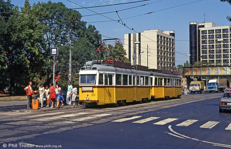 Ganz UV1 3213 at Thököly út on 19th August 1992.