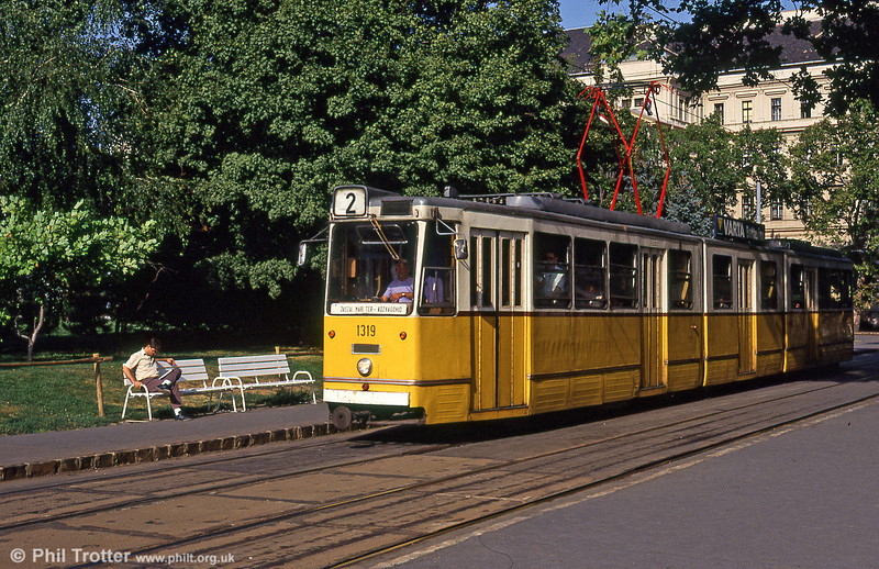 Budapest Ganz CSMG2 1319 at Kossuth Lajos tér on 19th August 1992.