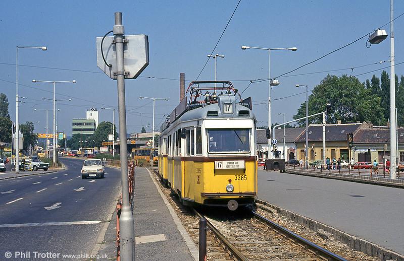 Ganz UV2 3385 at Vörösvári út on 19th August 1992.
