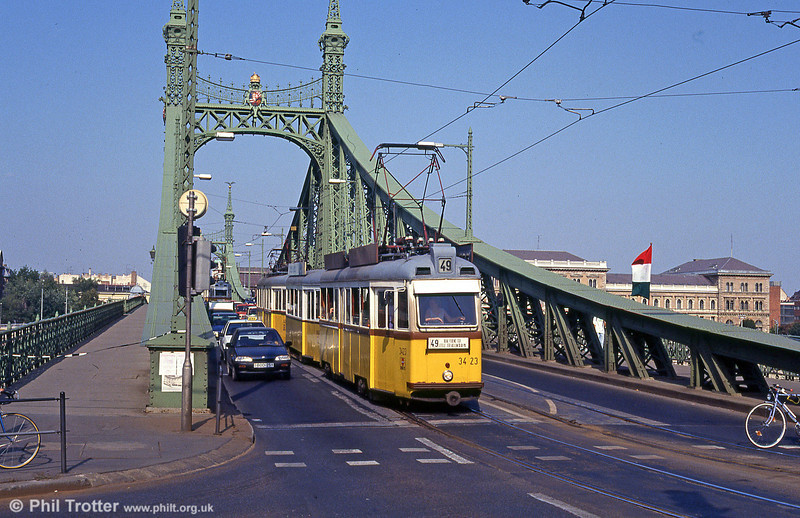 Budapest UV3 3423 crossing the Danube at Szabadság híd on 19th August 1992.