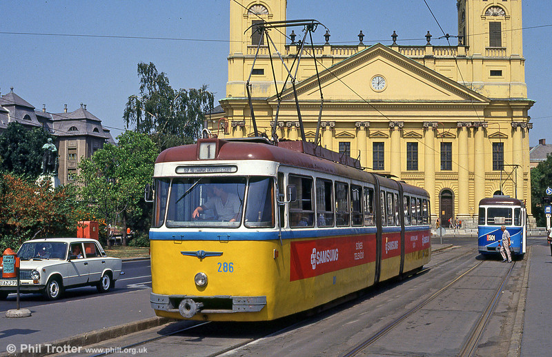 Debrecen 286 at Kossuth tér with the Protestant Great Church of Debrecen (built between 1805 and 1822) behind on 21st August 1992.