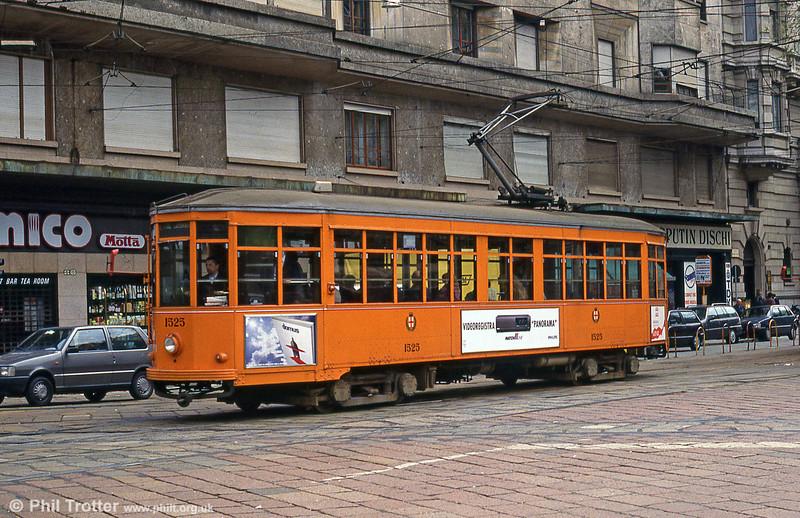 Car 1525 at St. Vittoria on 21st April 1992.