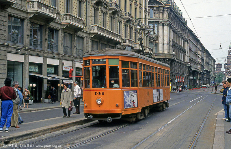 Car 1866 at Piazza Cordusio on 21st April 1992.
