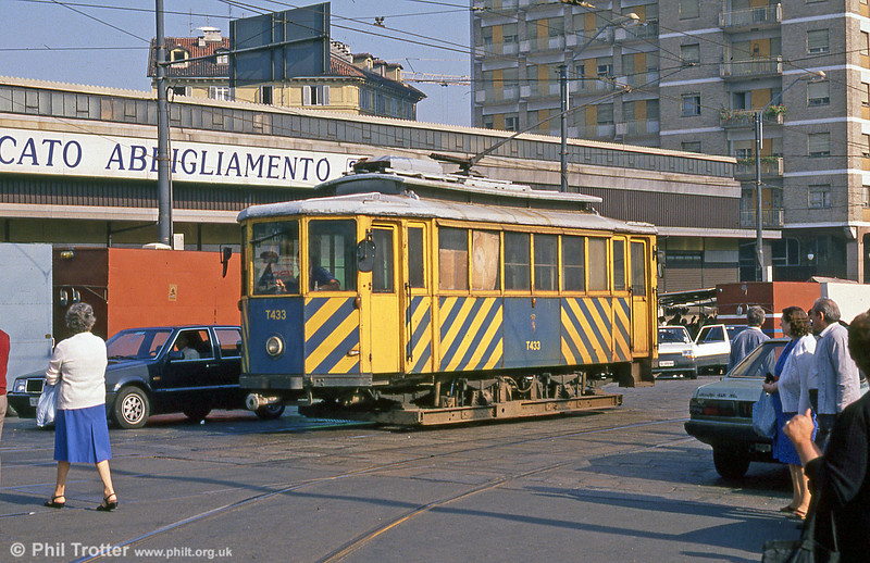 Torino works car T433 in action at Piazza della Republicca on 5th September 1989. This was formerly Ansaldo-built two axle car 502 of 1924. It was one of six built for La Spezia but transferred to Turin. Withdrawn from service in 1960, it became a works car and has since been restored to original condition.