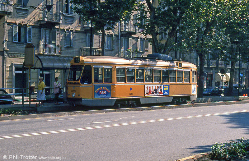 How to miss your tram in Turin: car 3257 in Corso Vittorio Emanuele II on 5th September 1989.