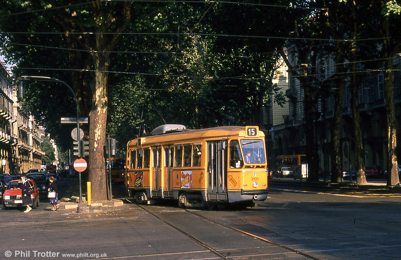 Car 3121 at Porta Nuova on 5th September 1989. The shade of the tree lined boulevards of Turin is very welcome on hot summer afternoons!