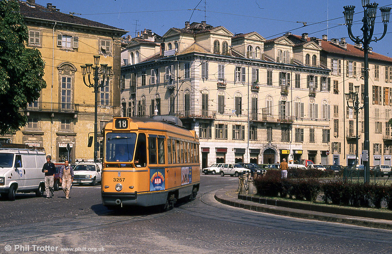 Car 3257 at Giolitti on 5th September 1989.