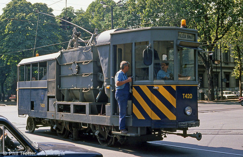 Torino works car T420, rail scrubber and track cleaning car dating from 1962 at Corso Vittorio Emanuele II on 5th September 1989.