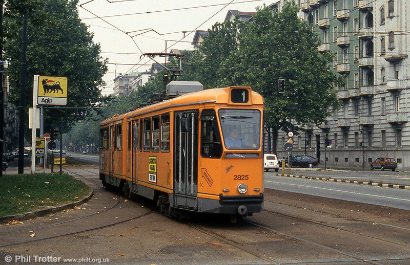 Car 2825 at Piazza Bernini on 30th July 1993.
