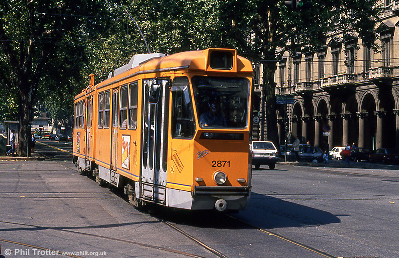 Car 2871 at Porta Nuova on 5th September 1989.