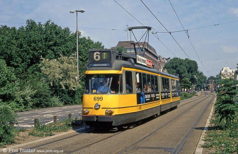 Now-withdrawn, one of Amsterdam's first generation of articulated cars, 699, at Fredericksplein on 8th August 1990.