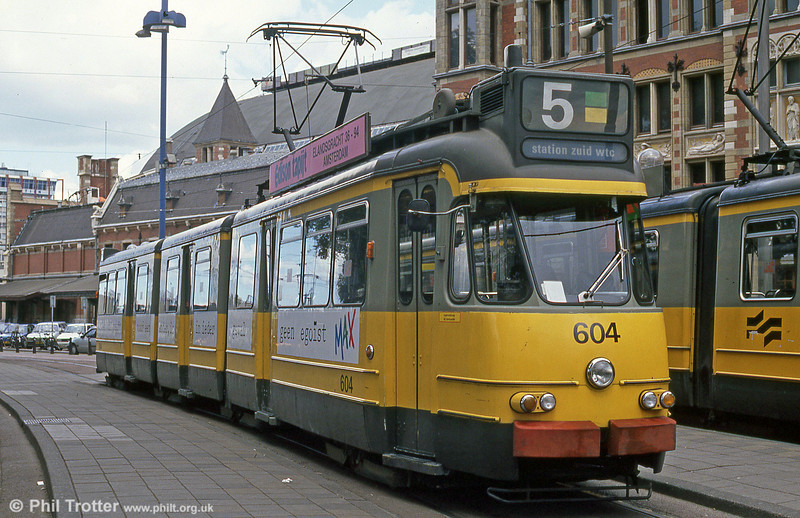 Car 604 at Centraal Station on 7th August 1990. This series of trams is type 3G with fleet numbers 602-634. They were constructed by Beijnes and came into service between 1959 and 1961.