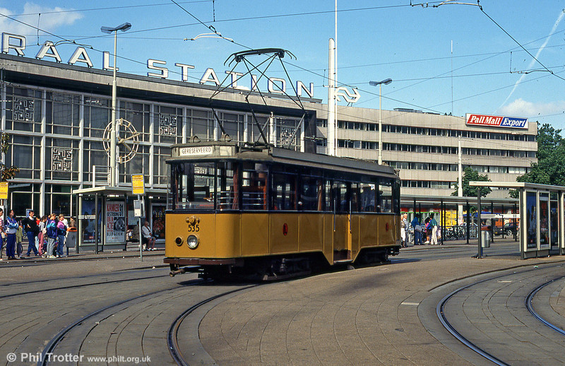 Rotterdam vintage car 535 at Centraal Station, 28th August 1991.