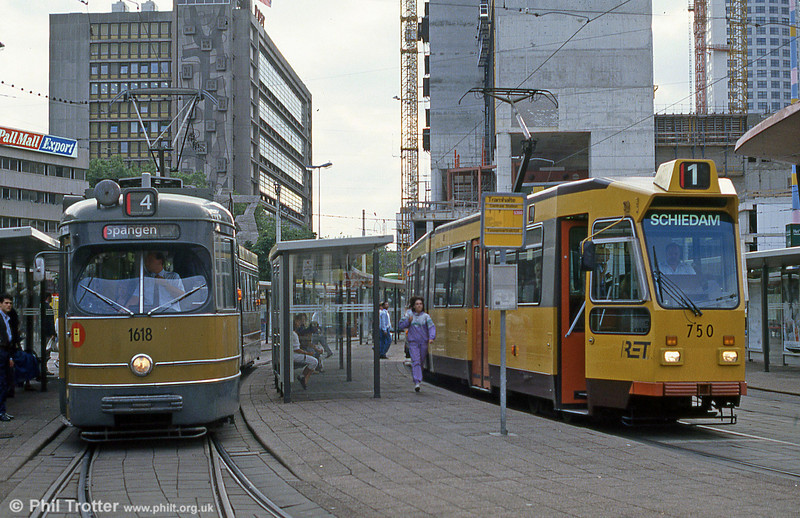 Cars 1618 and 750 at Centraal Station on 6th August 1990.