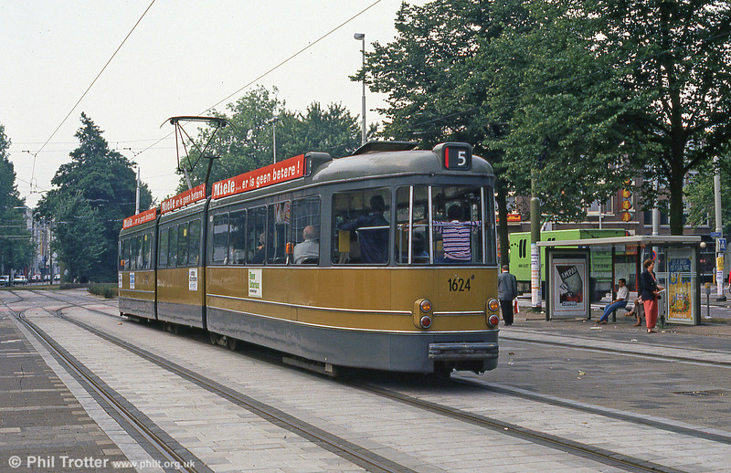 Car 1624 from the rear at Kruisplein on 10th August 1990.