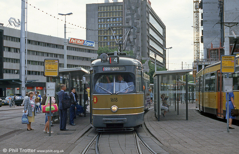 Car 1618 at Centraal Station on 6th August 1990.