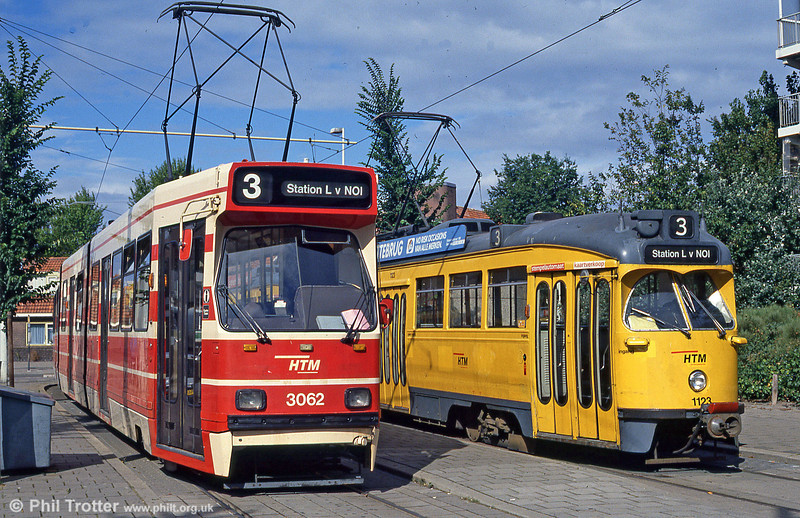Cars 3062 and 1123 at Loosduinen on 6th August 1990.