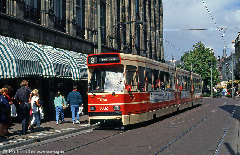 Car 3032 at Gravenstraat on 6th August 1990.