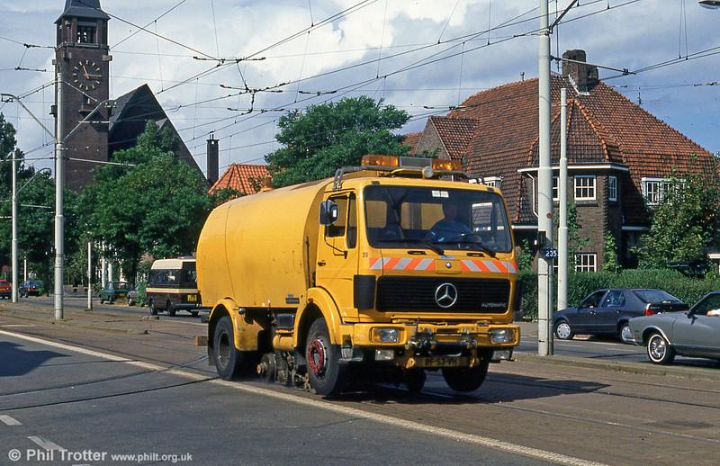 Mercedes track cleaning truck 26 at Laan van Meerdervoort on 6th August 1990.