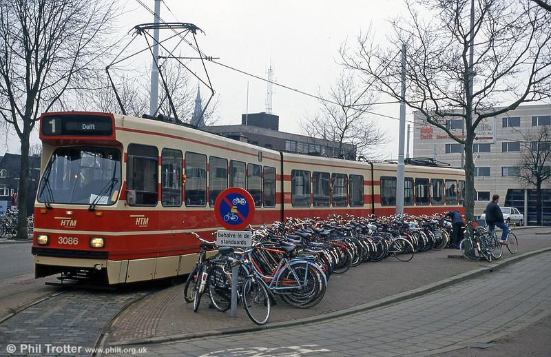 Car 3086 at Delft on 15th April 1994.
